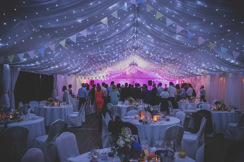 oswietlenie namiotu na slub, namiot weselny