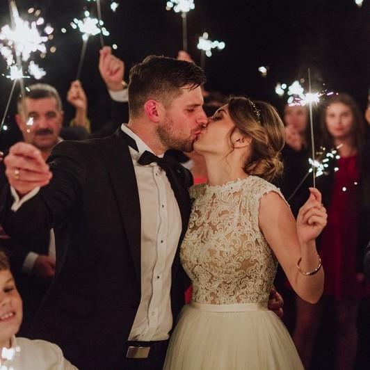 Jesienny ślub Dżesiki i Łukasza w kolorze burgundu i złota