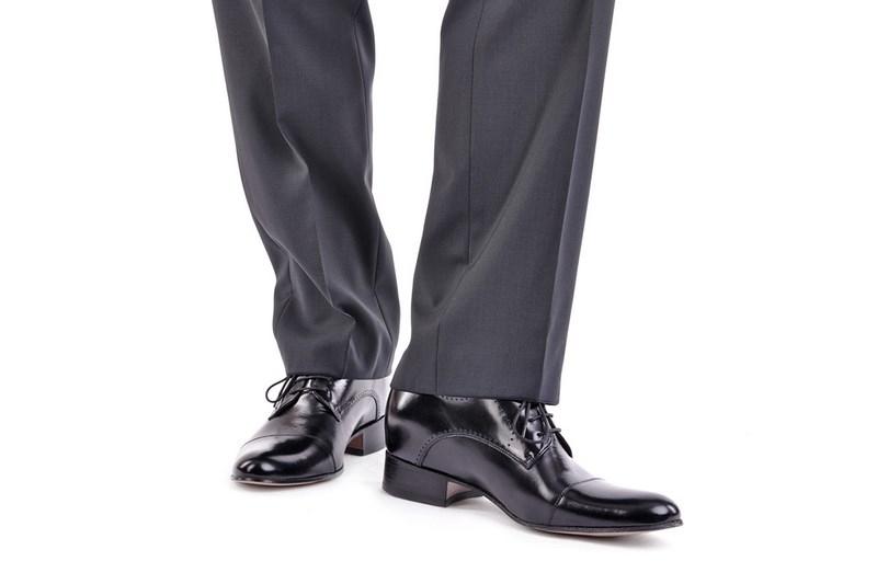 Eleganckie buty - jak je zestawić ze ślubnym garniturem?