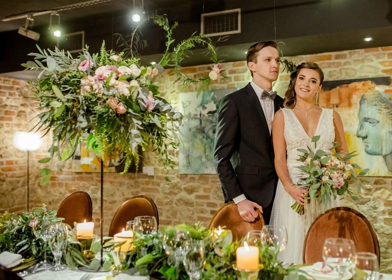 a96cc95af6 sesja ślubna dekoracje ślubne łuk na ślub na wesele florystyka ślubna  suknia ślubna stół młodej pary