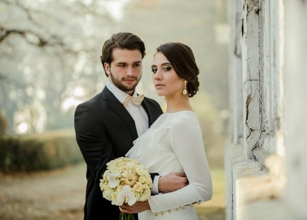 Jesienna Sesja ślubna Elegancki Glamour Ze Złotymi Dodatkami