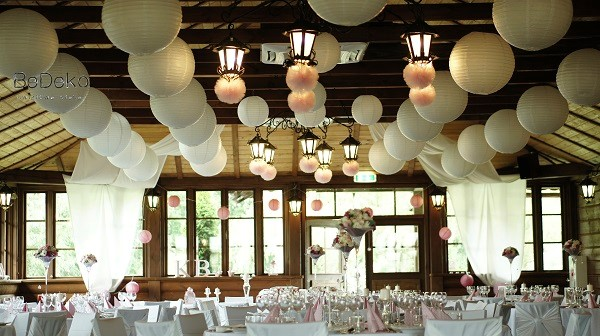 Różowe Dekoracje ślubne W Rustykalnym Wnętrzu Abcslubupl