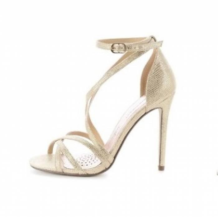 5d1b75d21048d Jak wybrać wygodne buty ślubne? 5 prostych kroków do znalezienia butów  idealnych - abcslubu.pl