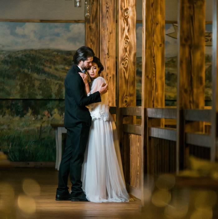 Lekki Glamour W Nieco Rustykalnym Wydaniu ślubna Sesja Zdjęciowa