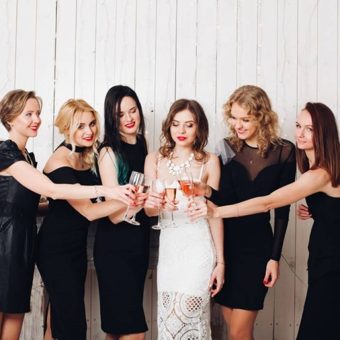 2b00641e06 Czy czarna sukienka na wesele to modowe faux pas  - abcslubu.pl