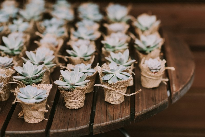 Prezenty dla gości weselnych – jak wybrać idealny podarunek?