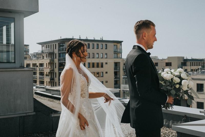 First look - dlaczego jest tak kochany przez Pary Młode (i fotografów ślubnych)?