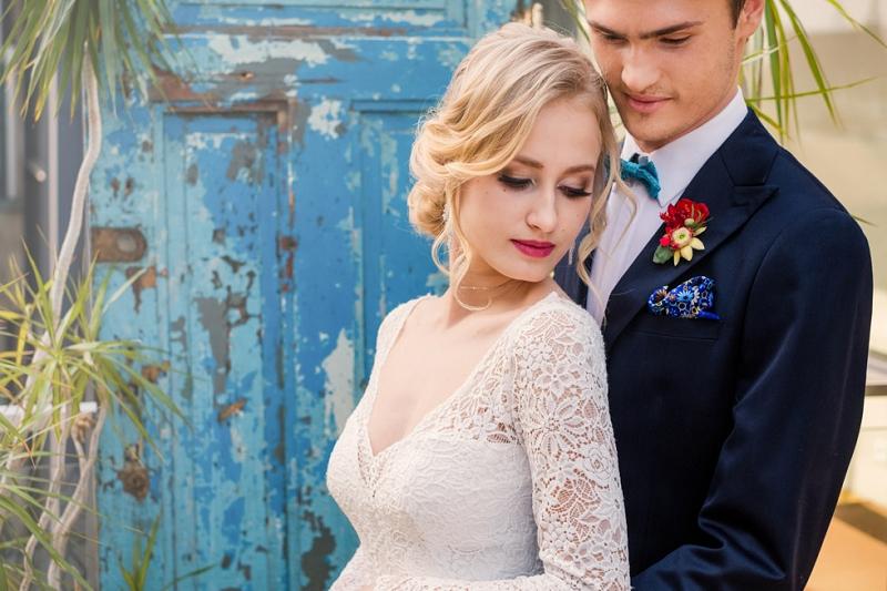 Turkus, czerwień i żółty jako energetyczna propozycja na motyw przewodni ślubu i wesela - sesja ślubna